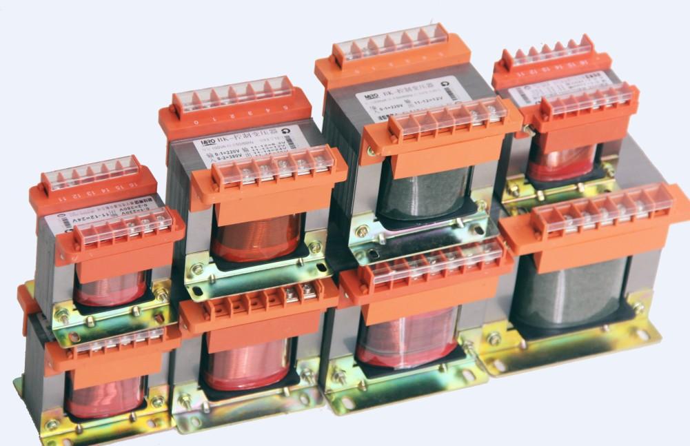 Biến áp chất lượng cao hiệu Deyu phiên bàn BK-700