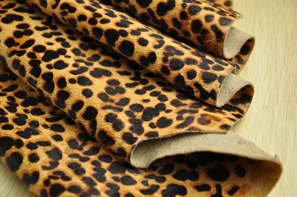 Factory direct brown spotted horse hair leopard hit color leather shoes, leather bags applicable