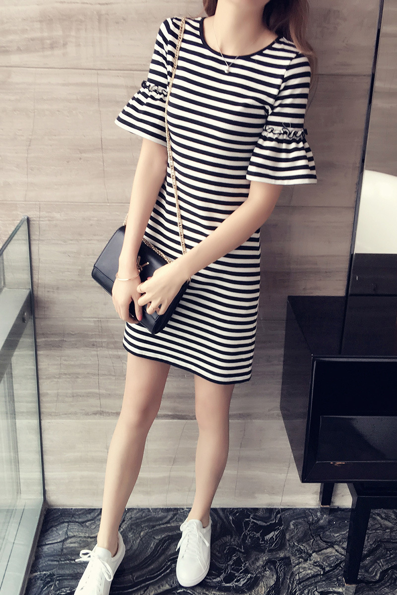 Stripe dress summer new Korean round neck Slim was thin trumpet sleeves short-sleeved T-shirt women