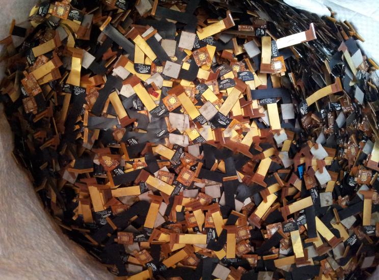 Phế thải kim loại  Long-term recovery of metal hardware electronic waste electronic scrap gold Guan