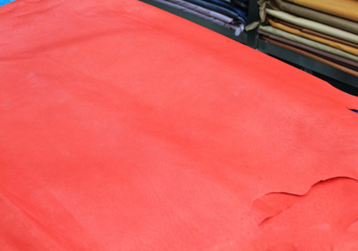 Da heo   Supply No. 8253 red leather pigskin leather dyed water, factory outlets, Guangzhou shippin