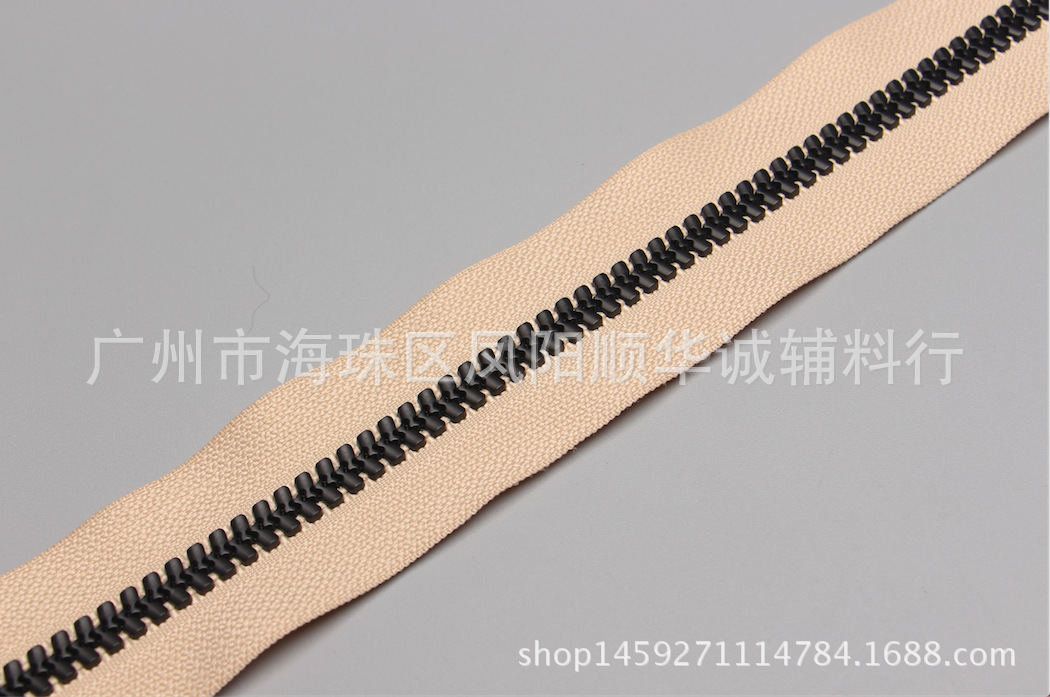 Dây kéo nhựa   No. 8 resin open end zipper stud