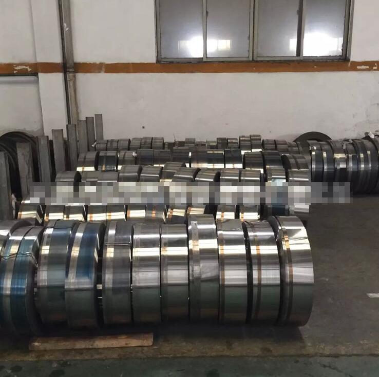 Supply Baosteel full hard cold rolled steel semi-rigid 60Si2Mn spring spring steel professional prod
