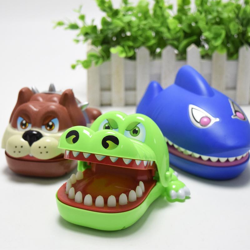 Đồ chơi trẻ em Cá Sấu, Cá Mập, Chó Bull