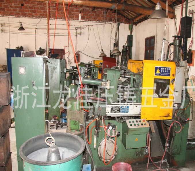 Máy công cụ  Die casting machine used in the supply of second-hand die-casting machine 8 into a new