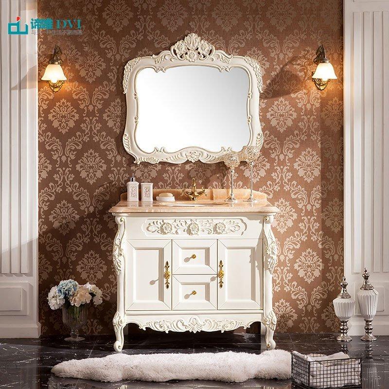 Tủ phòng tắm kết hợp bồn rửa mặt màu trắng phong cách Châu Âu