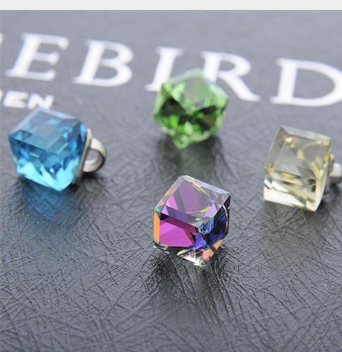 Màu đẹp có chân trong suốt nút versicolor vuông khuy đẹp thời trang.
