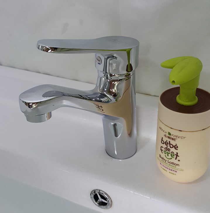 Đồng thau rửa mặt vòi nước trong phòng tắm rửa đầu rồng đơn nóng và lạnh