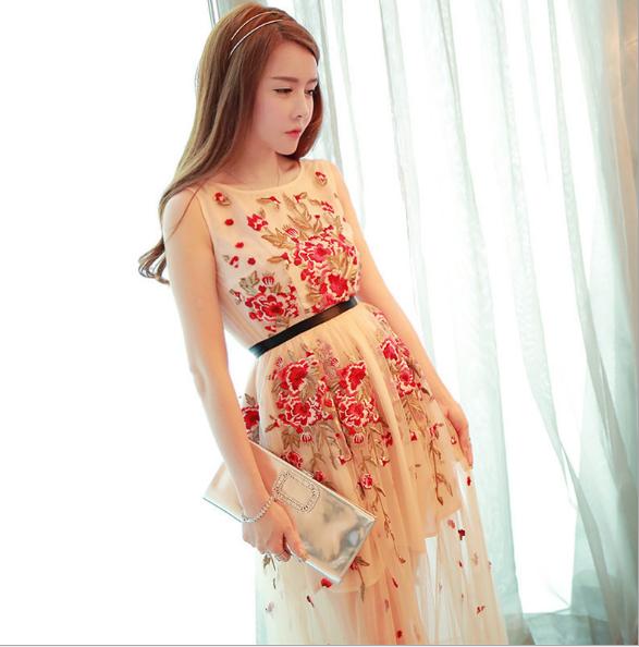 Đầm hoa kết hợp váy ren dài mỏng