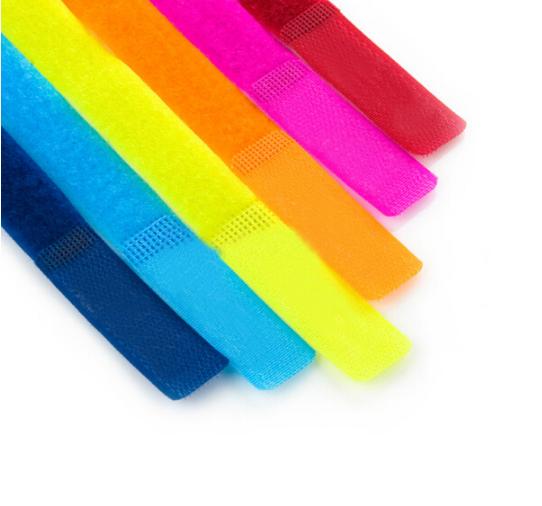 đai , dây , chỉ  cực quang màu điện thoại dòng dữ liệu sắp xếp đưa cái dây... Để đưa vào đường dây