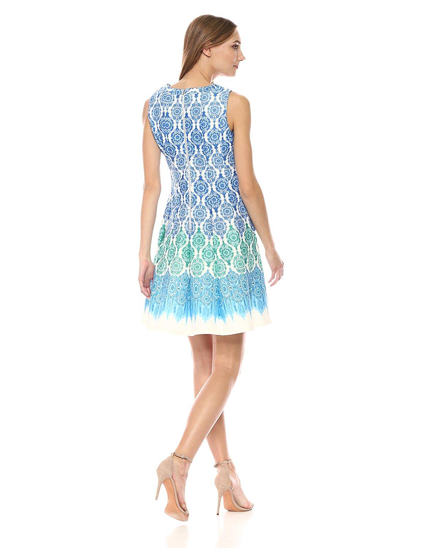 Đầm  Gabby Skye tem mang áo trừu tượng.