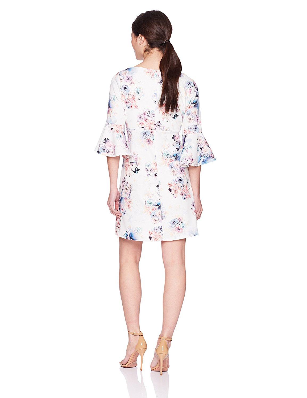 Đầm  Tiana B xinh xắn tay áo bông hoa hoặc là một chiếc váy