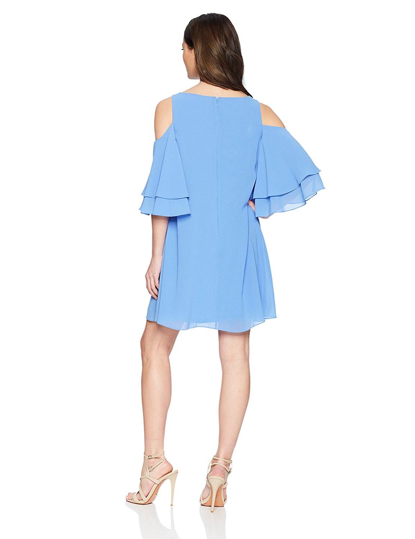 Đầm  xinh xắn tay áo con bướm cái bẫy. Chiếc váy