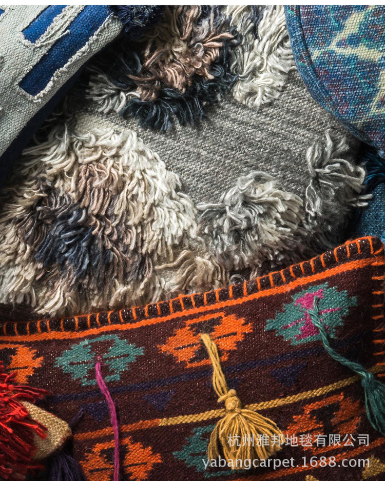 Đệm gối ôm tựa lưng cấu trúc sợi len , phong cách ấn độ .