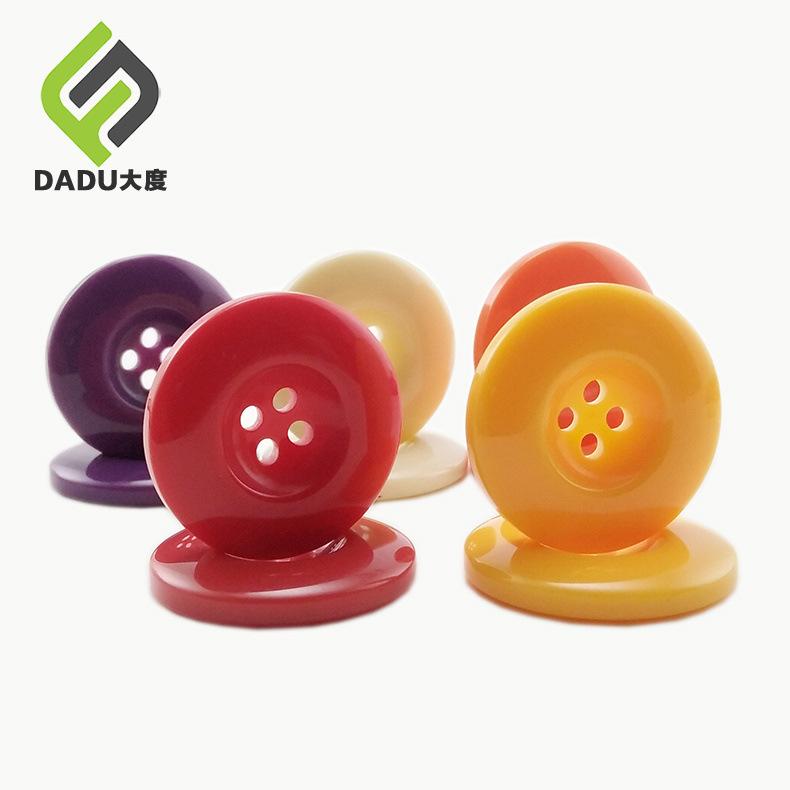 Nhà máy trực tiếp nút nhựa màu sắc Cao cấp vòng rộng vành bốn mắt nút nút nút áo len bán buôn