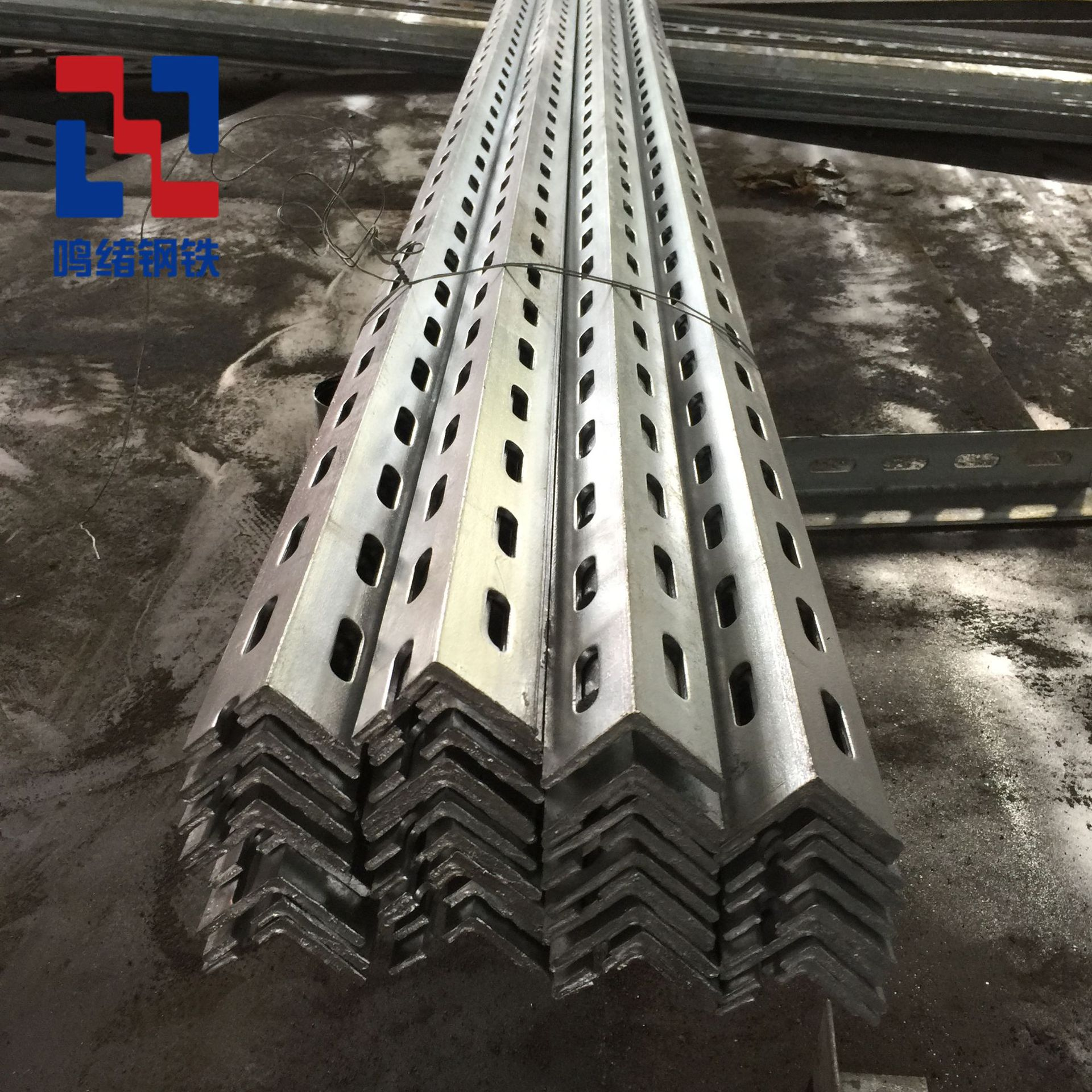 Sản xuất góc thép nhúng nóng mạ kẽm hoa góc thép tam giác nhiệt nhà máy điện cầu ống điều hòa không