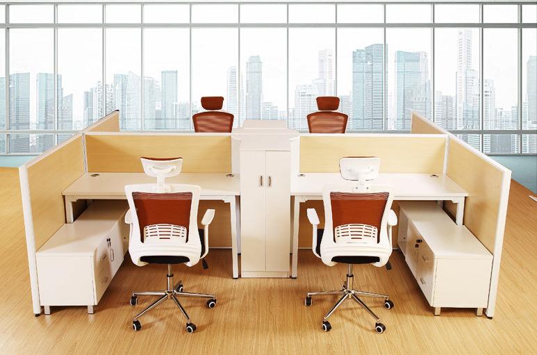 Văn phòng hiện đại. Nội thất đơn giản. 4 người, một nhân viên bàn bàn bình phong 6 viên vị trí kết h