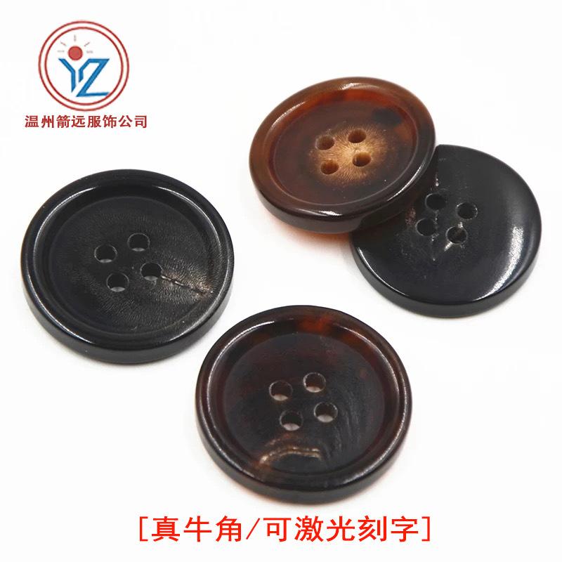 Nhà máy trực tiếp phù hợp với bình thường quần áo màu đen nâu sừng thực nút cao cấp tùy chỉnh phù hợ