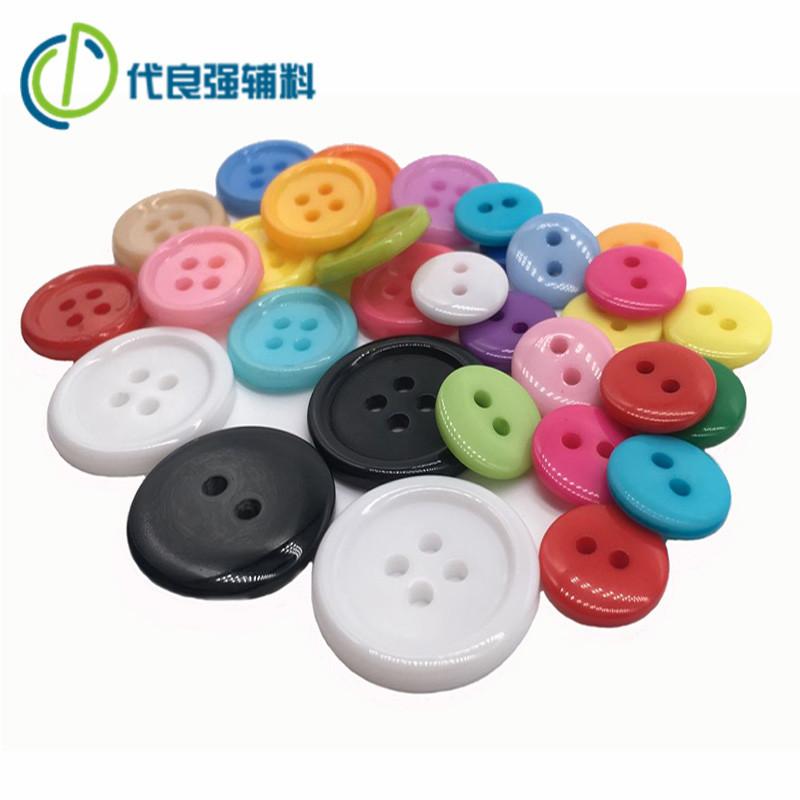 Các nhà sản xuất kho màu nút nhựa Handmade TỰ LÀM mẫu giáo sơn hai mắt bốn mắt nút nhựa