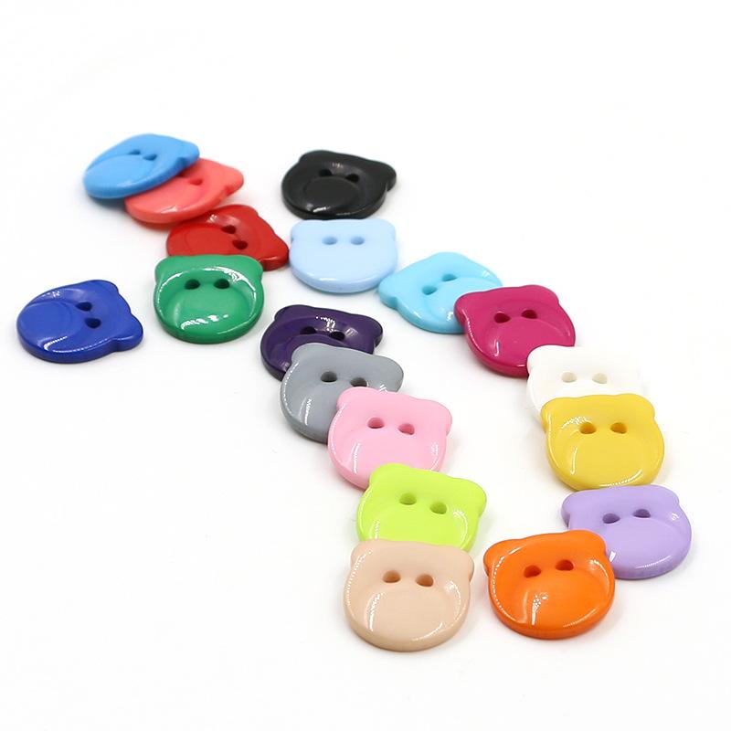 Nút nút chỗ bán buôn hai mắt nhựa gấu quần áo trẻ em khóa kẹo màu nút màu quần áo phụ kiện