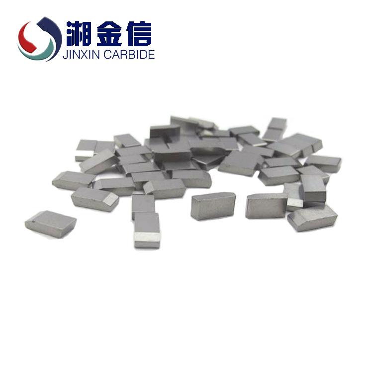 Tần số cao có răng cưa. Mảnh hợp kim hàn JX5 cacbua kim loại màu được dùng để chế biến gỗ lá có răng