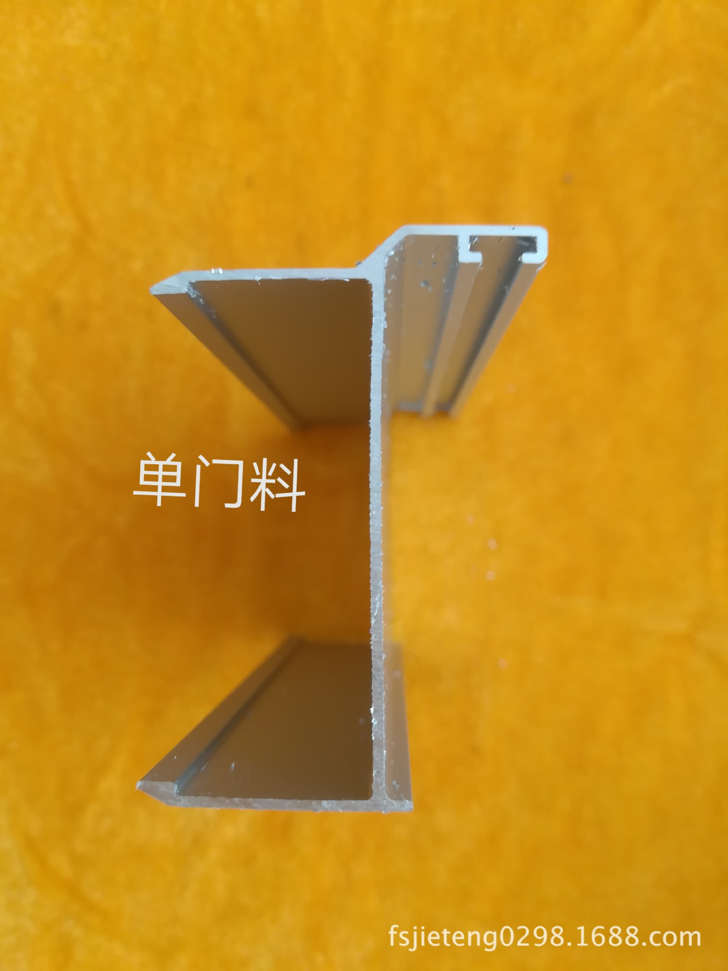 Nhà Sản Xuất Nhôm Chất liệu : 6063 , sản xuất theo yêu cầu khách hàng .