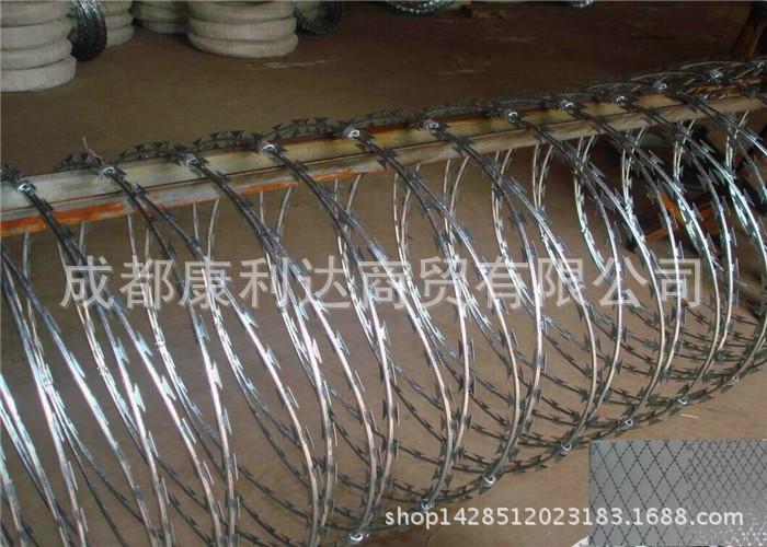 Dây thép gai lưỡi dao kim loại bảo vệ mạng lưới sợi dây vòi gai ra lồng lưới hàng rào sân bay.