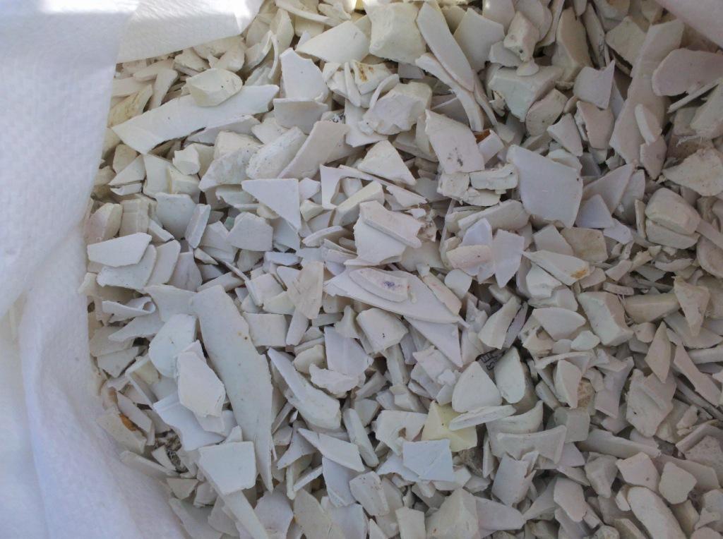 Phế nhựa trắng trắng dày ống chút ống nhựa ko tái tạo. Bức tường vỡ tấm nguyên liệu nguyên liệu