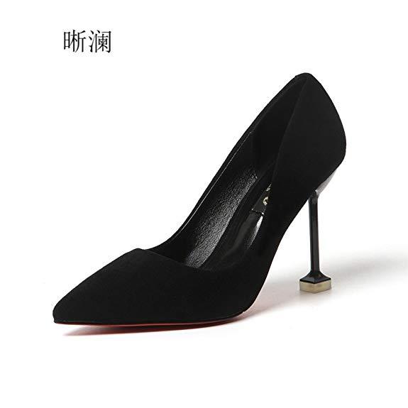 Giày cao gót mũi nhọn đen huyền bí