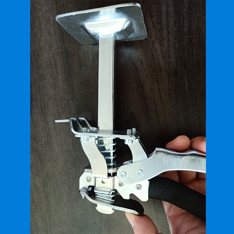 Gạch. Mức điều chỉnh cao độ dốc lên thiết bị dụng cụ gắn việc xây nhà đang tâng bốc cao trên thiết b