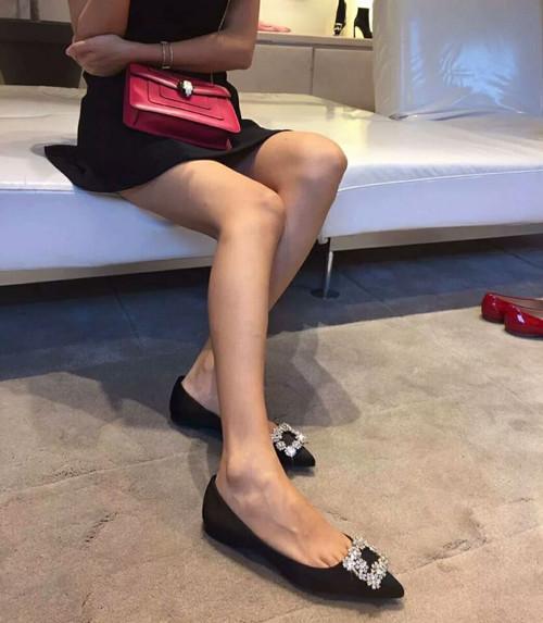 Giày búp bê nữ vải nhung đen mũi nhọn