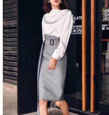 Chân váy dài màu xám kèm thắt lưng, kiểu dáng thời trang