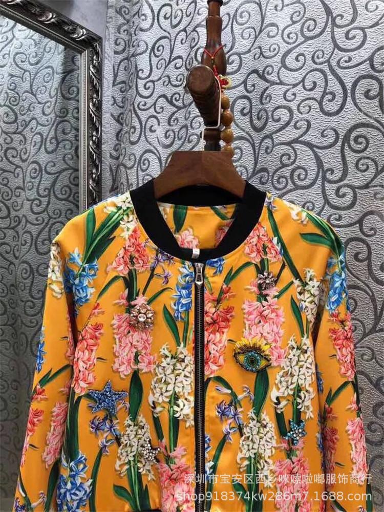 Áo khoác lửng nữ màu vàng thêu hoa có khóa kéo