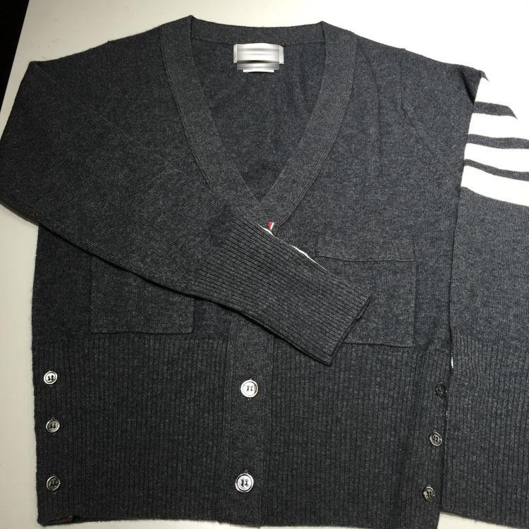 Áo len sọc tay dài màu đen thích hợp cho cả nam và nữ