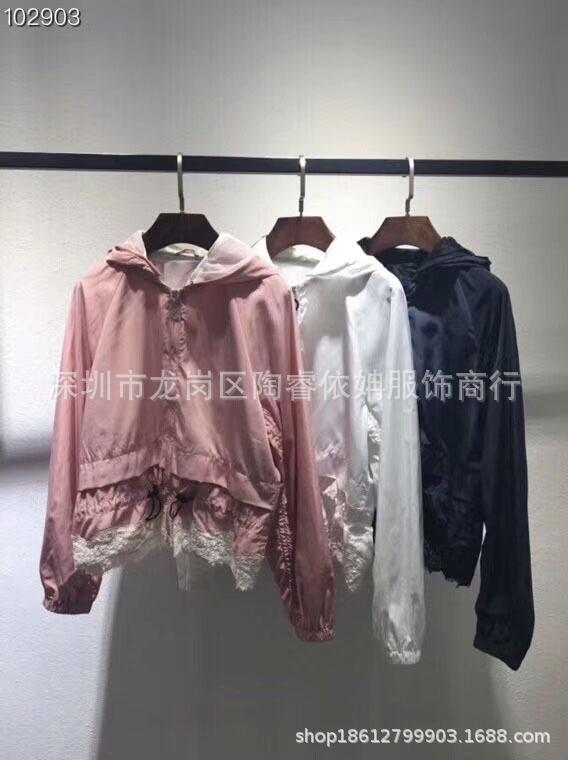 Áo khoác lửng cho nữ , vải Dù , có 3 màu .