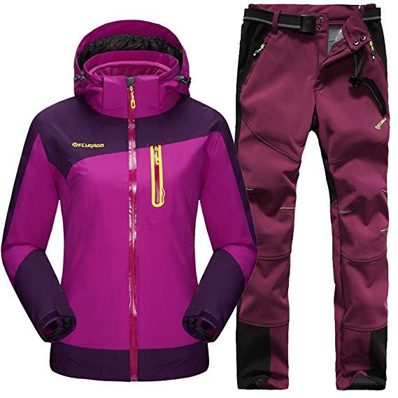 Trang Phục Thể Thao : bộ quần áo thể thao ngoài trời dành cho nữ .