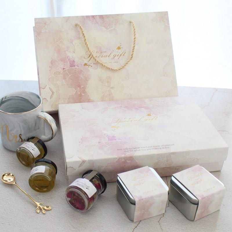 INS lễ cưới con gái nhỏ với tay món quà sinh nhật đáp lại phù dâu có đường xa xỉ kẹo mừng đám cưới r