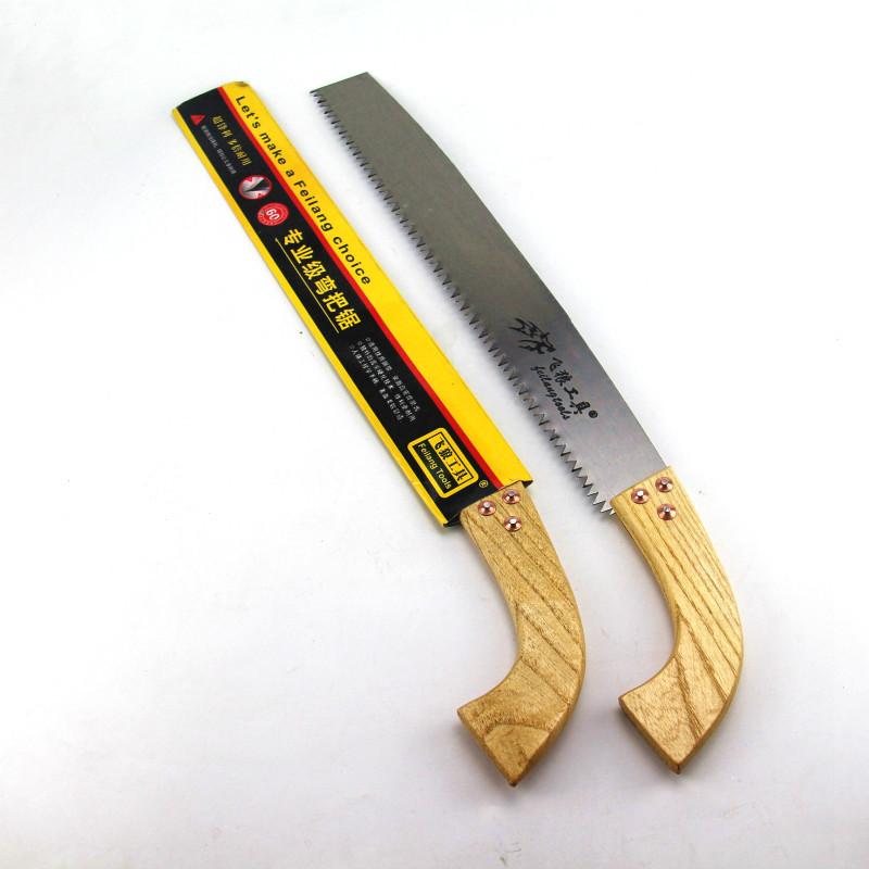 Cưa cầm tay cán bằng gỗ cong .