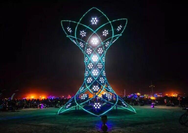 Đèn thiết kế trang trí kiểu hoa cho quảng trường lớn .
