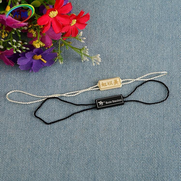 Chuỗi tag , Tag logo Nhà máy bán buôn tùy chỉnh LOGO polyester dòng vuông chèn đôi hạt treo quần áo