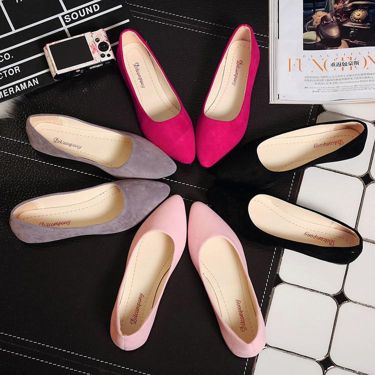 Giày búp bê mũi nhọn bằng da dành cho nữ .