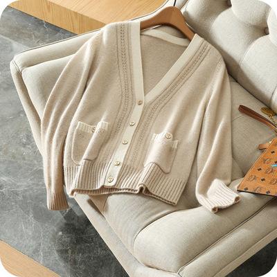 Áo khoác len cổ áo rộng hình chữ V , Hiệu : RONGLANG