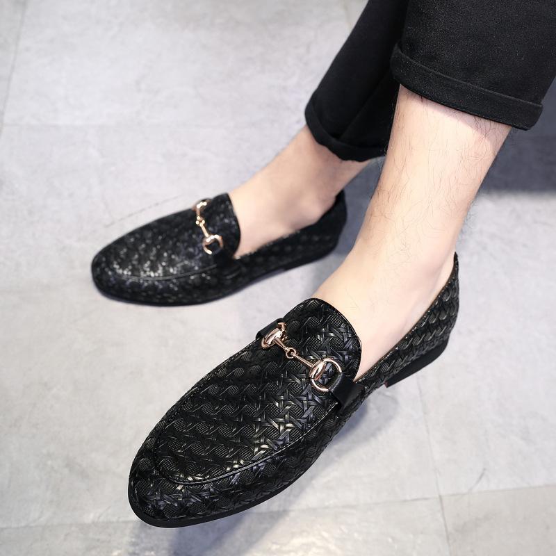 Giày mọi đế thấp , Giày nam bằng da mềm .