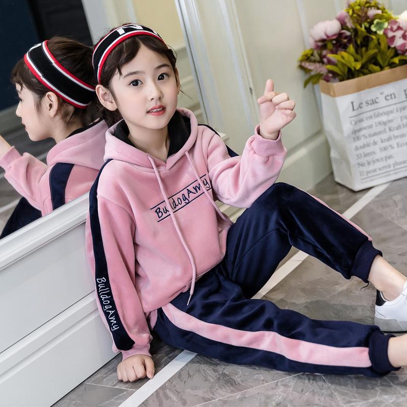 Bộ quần áo thể thao cho bé gái màu sắc tươi mới, kiểu dáng năng động