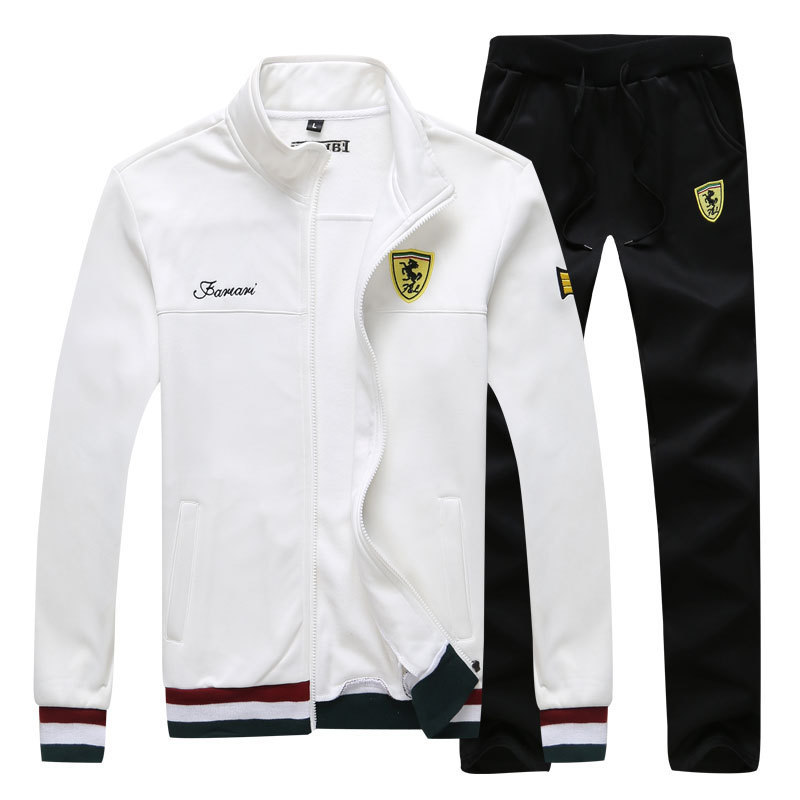 Áo khoác Ferrari và quần thun dài kiểu dáng năng động, thoải mái