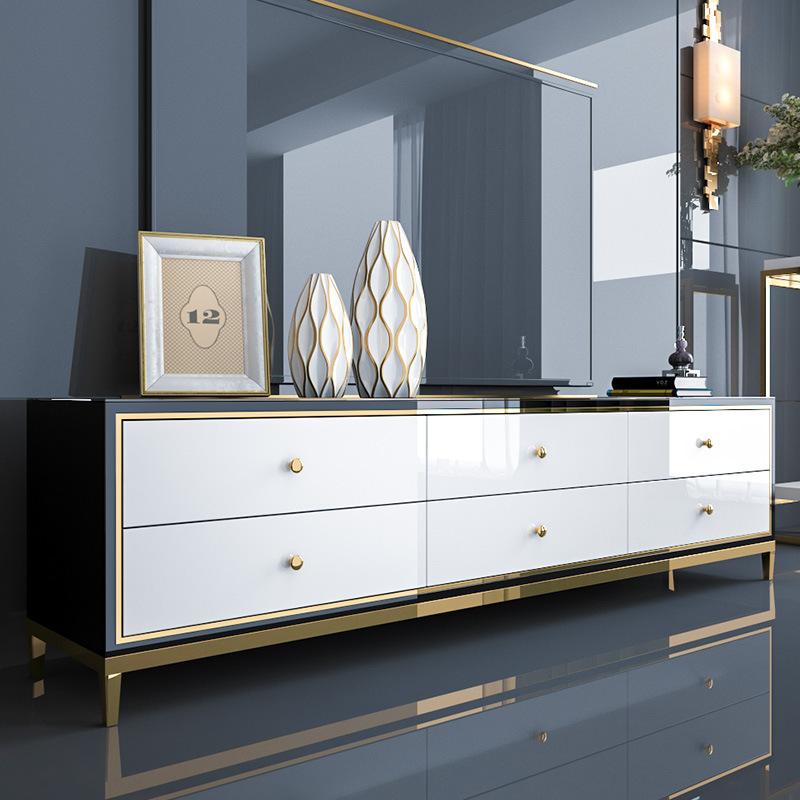 MJMJ Nội thất sang trọng mạ vàng , bàn cà phê kết hợp tủ giúp phòng khách nhìn hiện đại hơn.