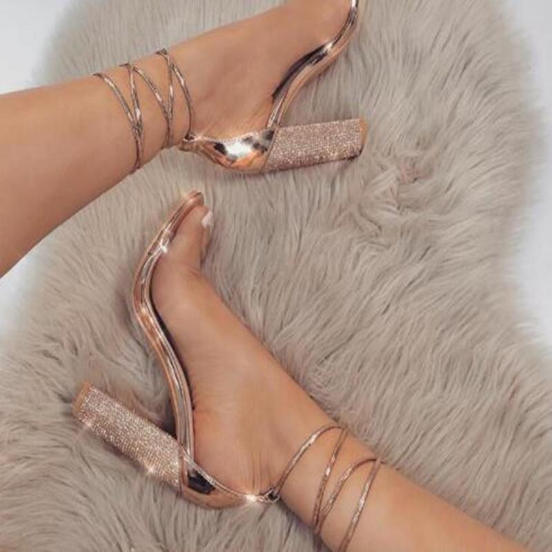 Giày sandal dây kiểu cao gót dành cho Nữ .