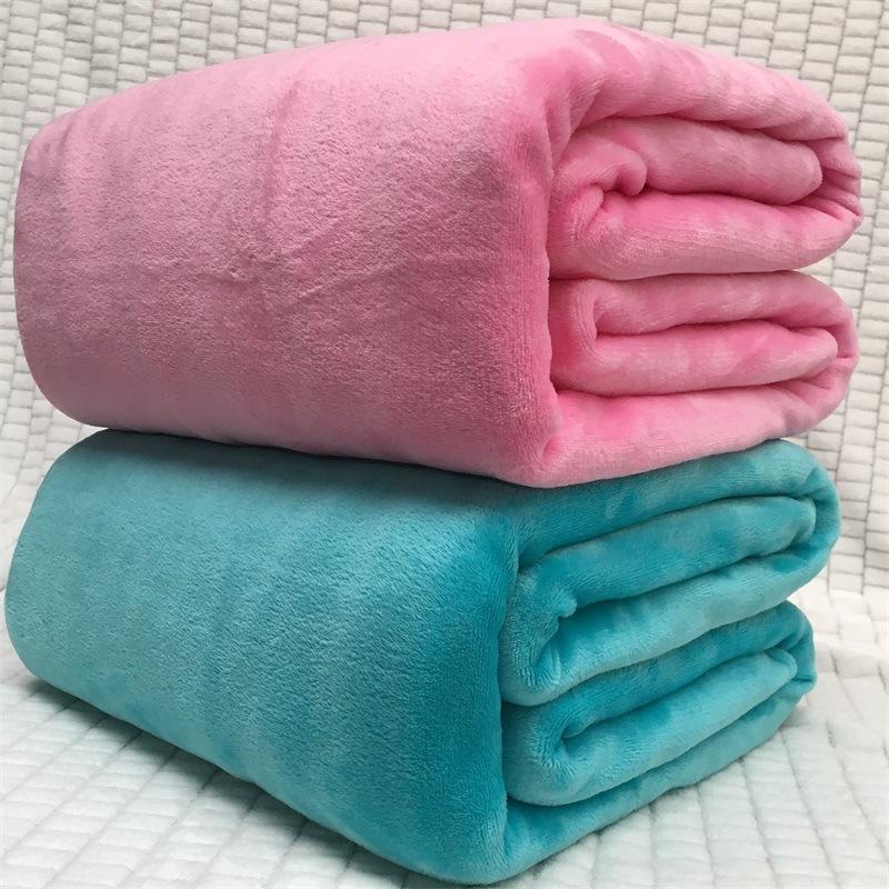 Chăn mềm chất liệu vải nhung màu flannel san hô