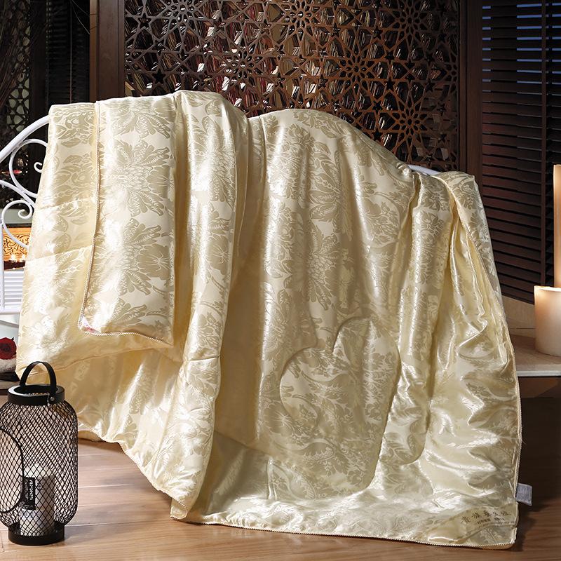 Mền tơ tằm Nhà máy sản xuất lụa quà tặng trực tiếp dày lên vào mùa thu và mùa đông được kết hôn bởi