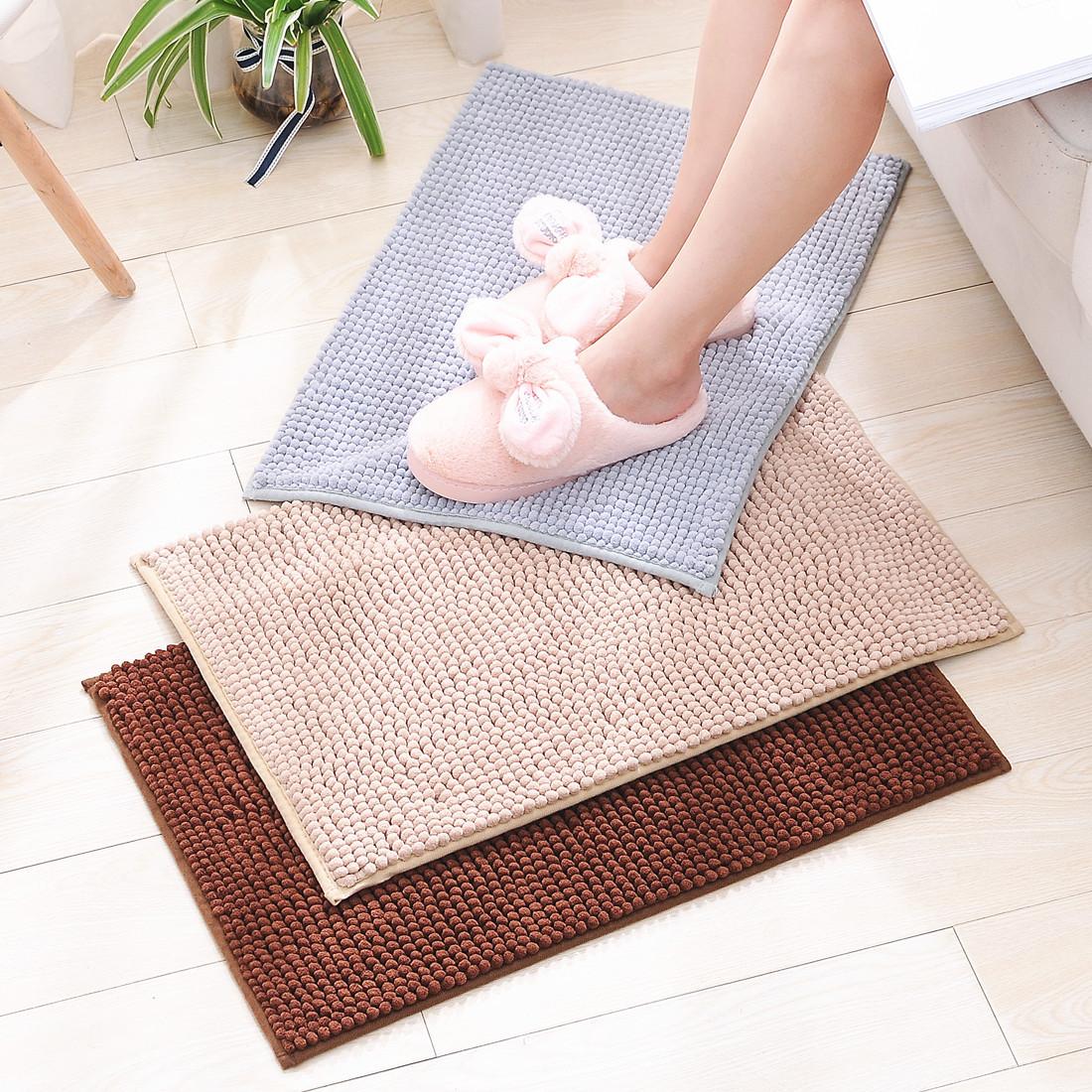 Thảm lót sàn chống trượt , kiểu dáng đơn giản .